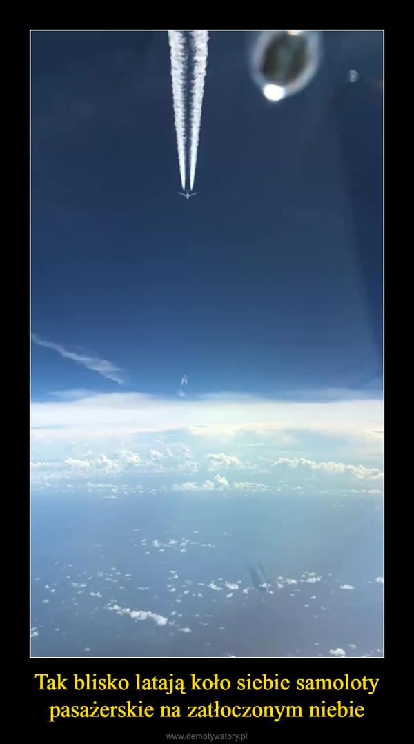 Tak blisko latają koło siebie samoloty pasażerskie na zatłoczonym niebie –