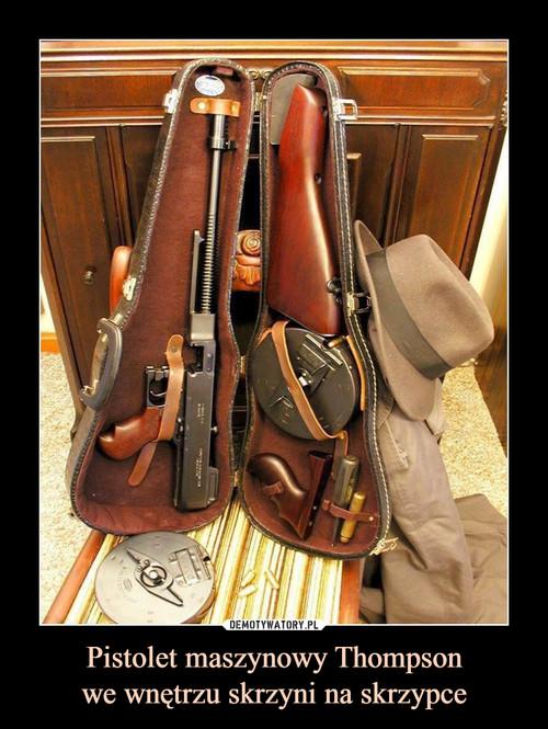Pistolet maszynowy Thompson we wnętrzu skrzyni na skrzypce